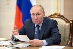 Putin weighs counter-sanctions against United States: RIA cites Kremlin