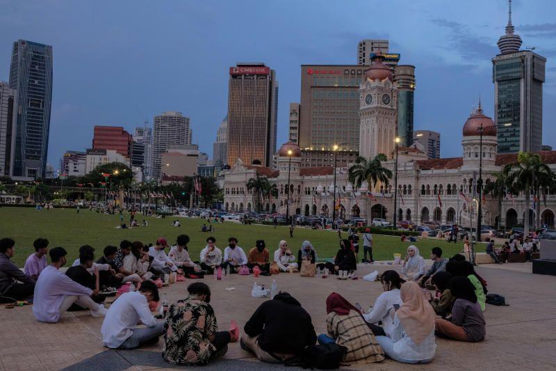 Muslim families are seen breaking their fast at the Merdeka Square in Kuala Lumpur on Sunday, April 18, 2021. - Bernama