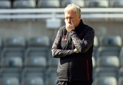 Soccer-Moyes says 'horrendous mistakes' cost West Ham