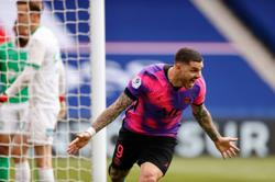 Soccer-Last-gasp Icardi goal boosts PSG title bid