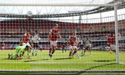 Soccer-Nketiah's stoppage-time strike denies Fulham first win at Arsenal