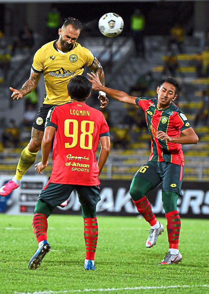 Can't rise above the Eagles: Perak's Guilherme De Paula attempts a header at the Kedah goal in their Super League match at the Perak Stadium. The Red Eagles denied the Seladang full points. — Bernama