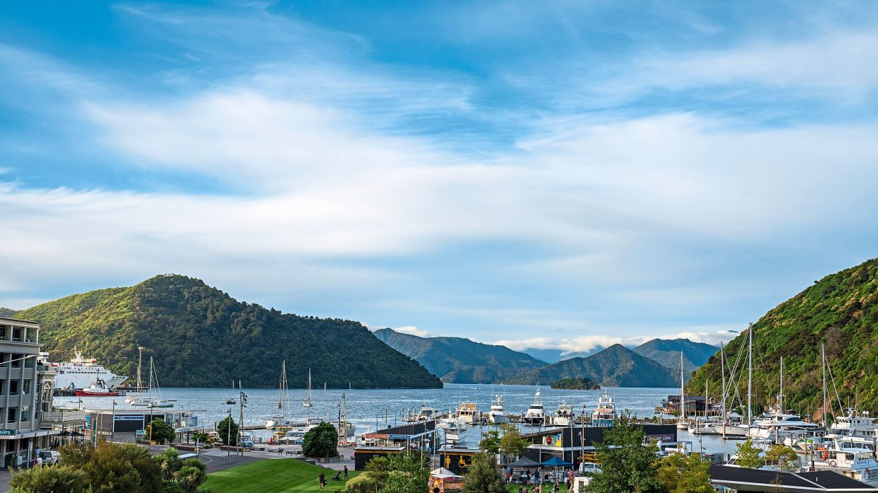 From Picton, the mail boats take cycle tourists to the start of the Queen Charlotte Track.  —  MarlboroughNZ/dpa