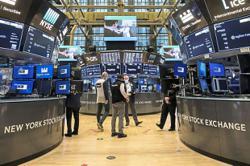 Tech retakes market lead