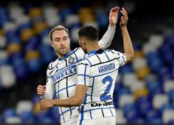 Soccer-Eriksen earns Serie A leaders Inter point at Napoli