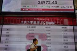 Asian shares rise amid cautious outlook for global economy