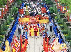 Vietnamese flock to festival, shrug off Covid-19 outbreak risk