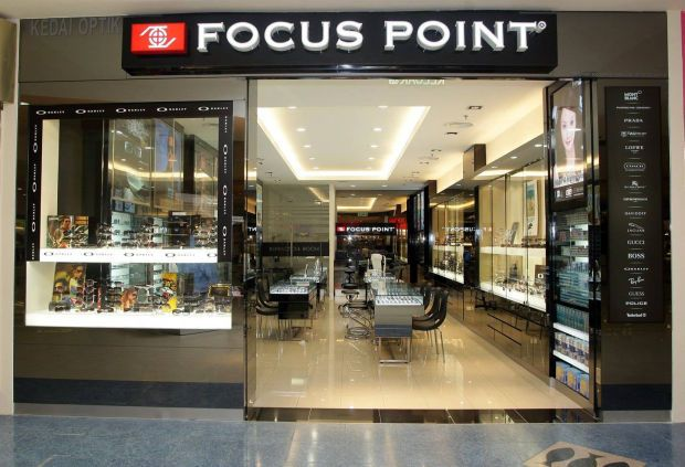 The eyewear retailer, which is also involved in F&B activities, has reportedly posted record high sales for the two business segments in March.