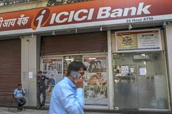 IPO boom prompts ICICI to hire more bankers