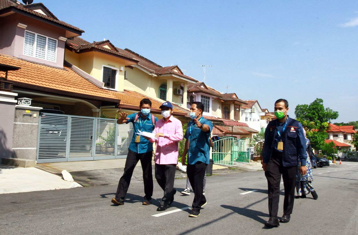 Mohd Uzir in the field with his census officers in Puchong.