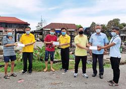 11 families in Sibu get aid after homes burnt down