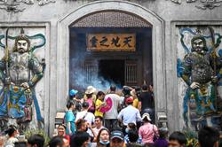 Festival sees thousands at temple