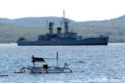 Indonesian sailors on missing submarine have oxygen until Saturday: Navy