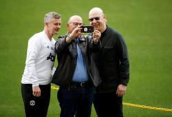Soccer-Man Utd fans protest against Glazers at club's training ground