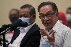 Anwar fails to obtain leave to challenge emergency ordinance