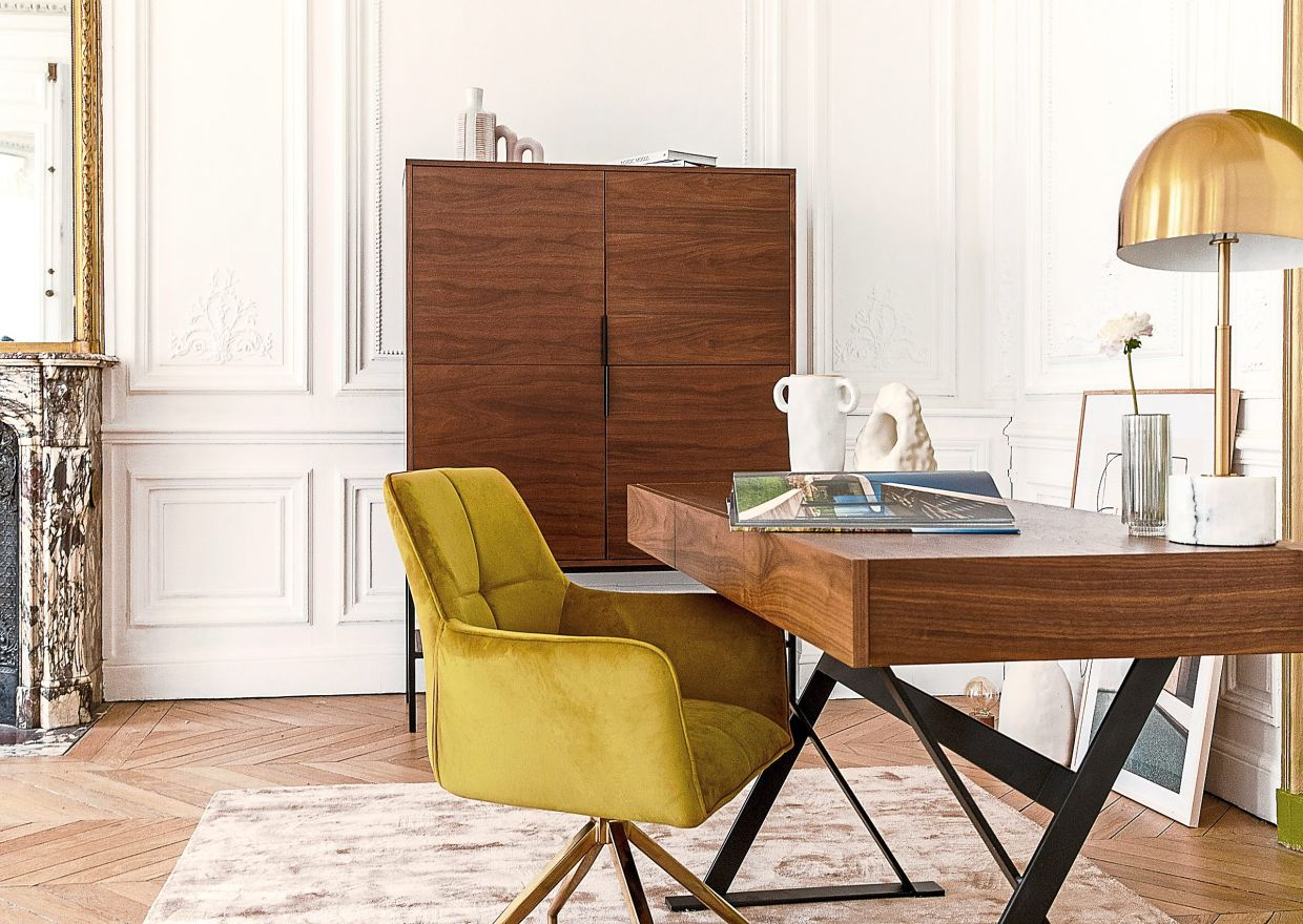 A visually very different office chair: The mustard-yellow Kingscross by NV Gallery. Photo: NV Gallery/dpa