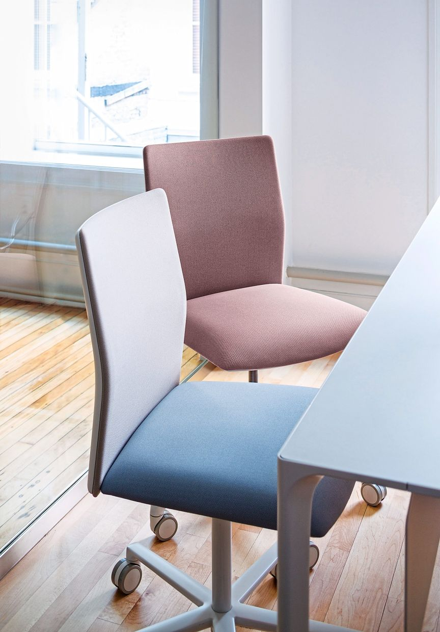 Office chairs don't always have to be in black. The models of the Kinesit series by Arper are available in soft pastel shades and in bright colours as well. Photo: Arper/dpa
