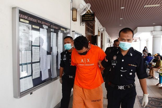 Mohd Arraffat Taufik (centre) has been charged with causing the death of constable Muhammad Iqbal Mazlan on April 17 between 1am to 2am along Jalan Utama in George Town, Penang.—  ZHAFARAN NASIB/The Star