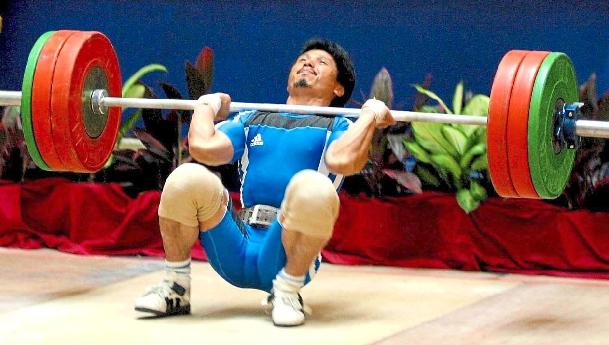 Activities that require repetitive gripping motions such as lifting heavy weights can also lead to golfer's elbow. — Photos: Filepic