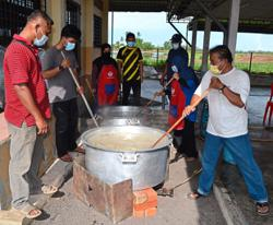 Bubur lambuk treat for 500 villagers