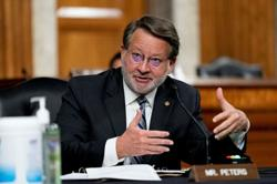 Exclusive-Two U.S. senators make new push to advance self-driving cars