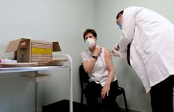 Hungary to widen services activity as vaccination rate nears 40%