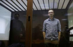 Jailed Kremlin critic Navalny starts ending his hunger strike