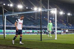 Soccer-Tottenham won't take risks with Kane in final, says Mason