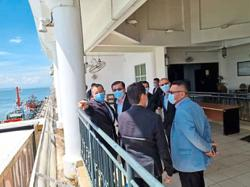 Importers and exporters enjoy fruitful visit to port