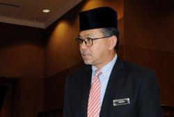 Padang Besar, Arau divisions say MB Azlan 'not qualified' to lead Perlis Umno