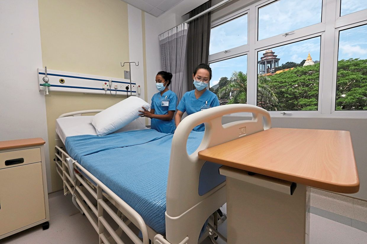 Nurses making the bed at one of the wards.