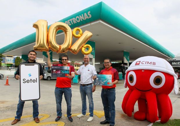 <a href='/business/marketwatch/stocks/?qcounter=CIMB' target='_blank'>CIMB Group</a><a href='http://charts.thestar.com.my/?s=CIMB' target='_blank'><img class='go-chart' src='https://cdn.thestar.com.my/Themes/img/chart.png' /></a> consumer banking CEO Samir Gupta, (second from left) with Petronas Dagangan Bhd head of retail business, Khalil Jaffri Muhammad Muri, (second from right) at the launch of the enriched CIMB PETRONAS Platinum Credit Card. They are flanked by CIMB Islamic CEO Ahmad Shahriman Mohd Shariff (right) and Setel Ventures Sdn Bhd CEO Iskandar Ezzahuddin. (File pic)