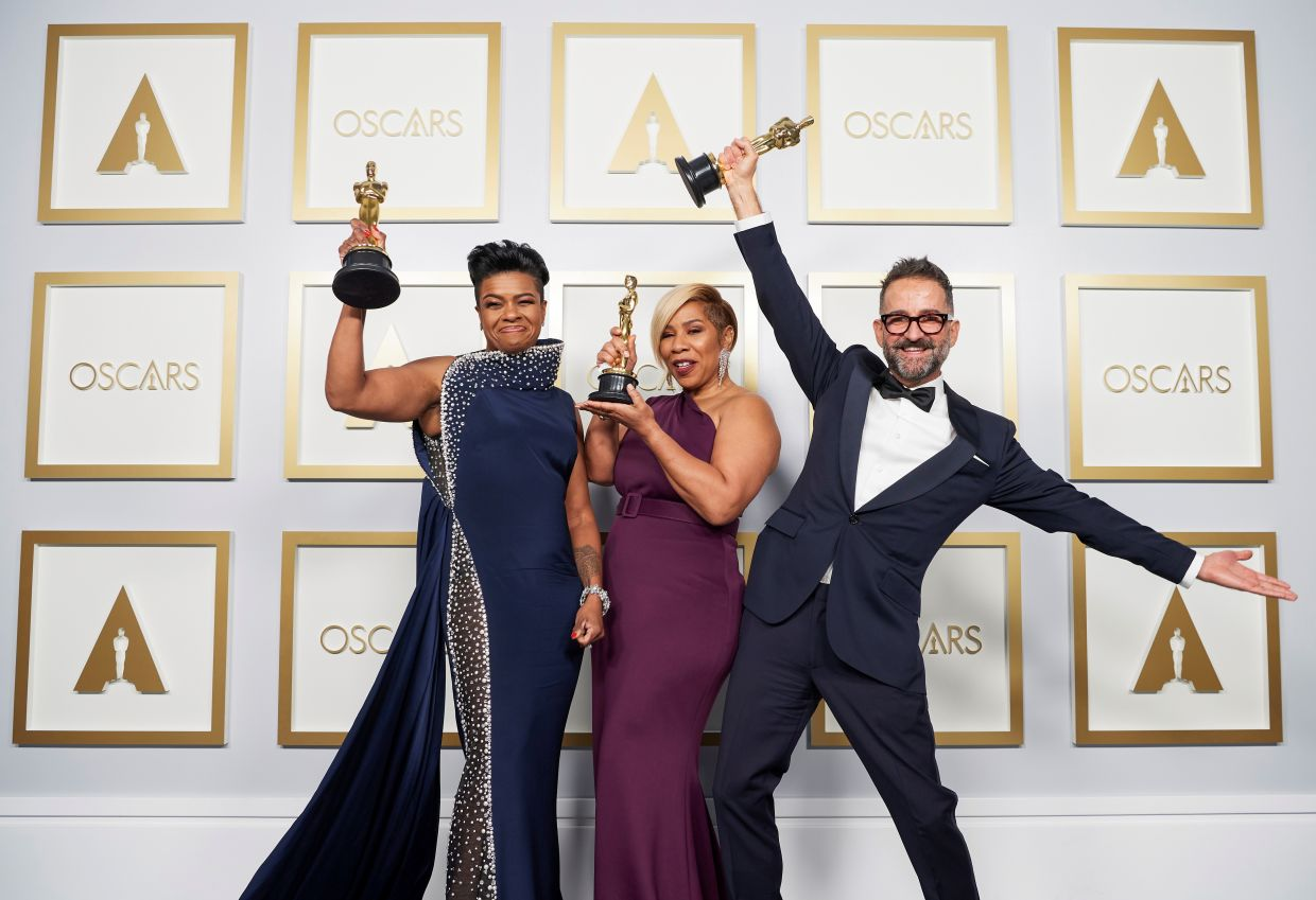 Jamika Wilson, Sergio Lopez-Rivera and Mia Neal pose backstage with the Makeup and Hairstyling Oscar for 'Ma Rainey's Black Bottom'. Photo: Reuters