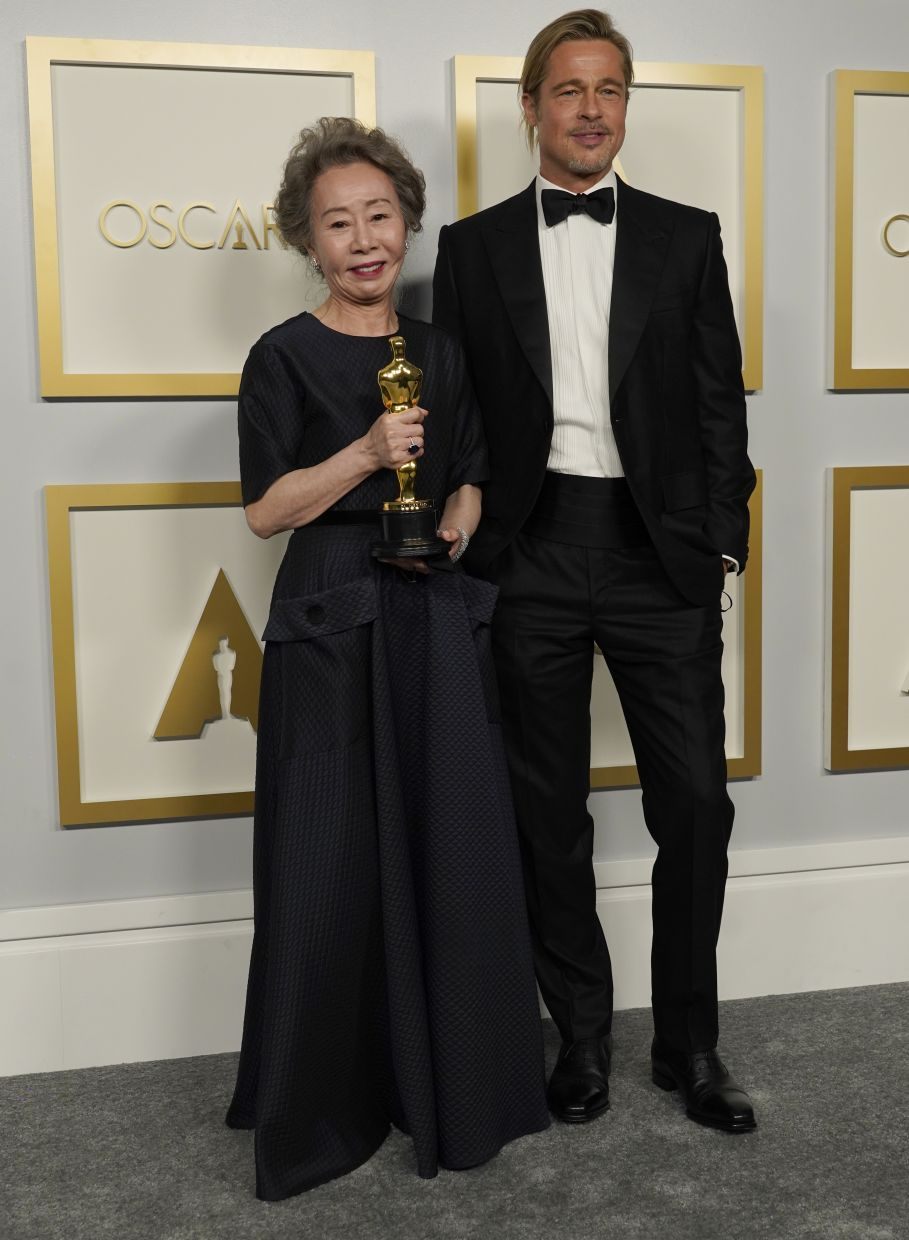 Brad Pitt (right) poses with Youn Yuh-Jung, winner of the award for Best Supporting Actress for Minari. Photo: AP