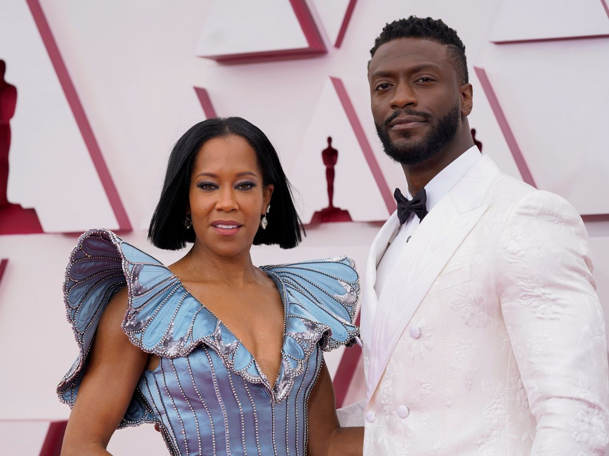 Regina King and Aldis Hodge arrive to the Oscars red carpet. Photo: Reuters