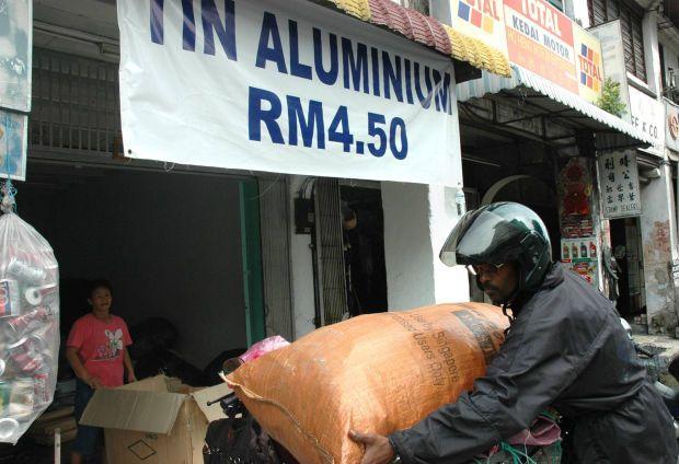 Aluminium scrap collection in Malaysia. - Filepic