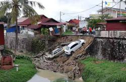 Two cars damaged in Penang landslip