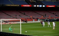 Soccer-La Liga planning on fans returning from May 9 - radio report