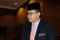 Let things calm down first, says Azlan