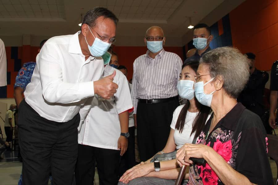 Delivery of extra vaccines for Johoreans working in S'pore should go on even if border is not reopened yet, says MB