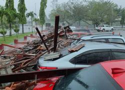 Strong wind causes walkway roof to collapse at Teluk Intan Hospital, 15 cars damaged