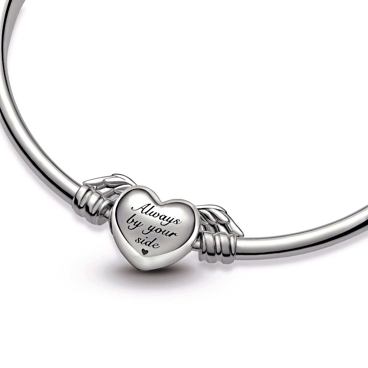 Mums with sleek, modern style will love the Pandora Moments Winged Heart Bangle.