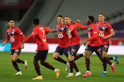 Soccer-Yilmaz and Celik strike as Lille stay on title track