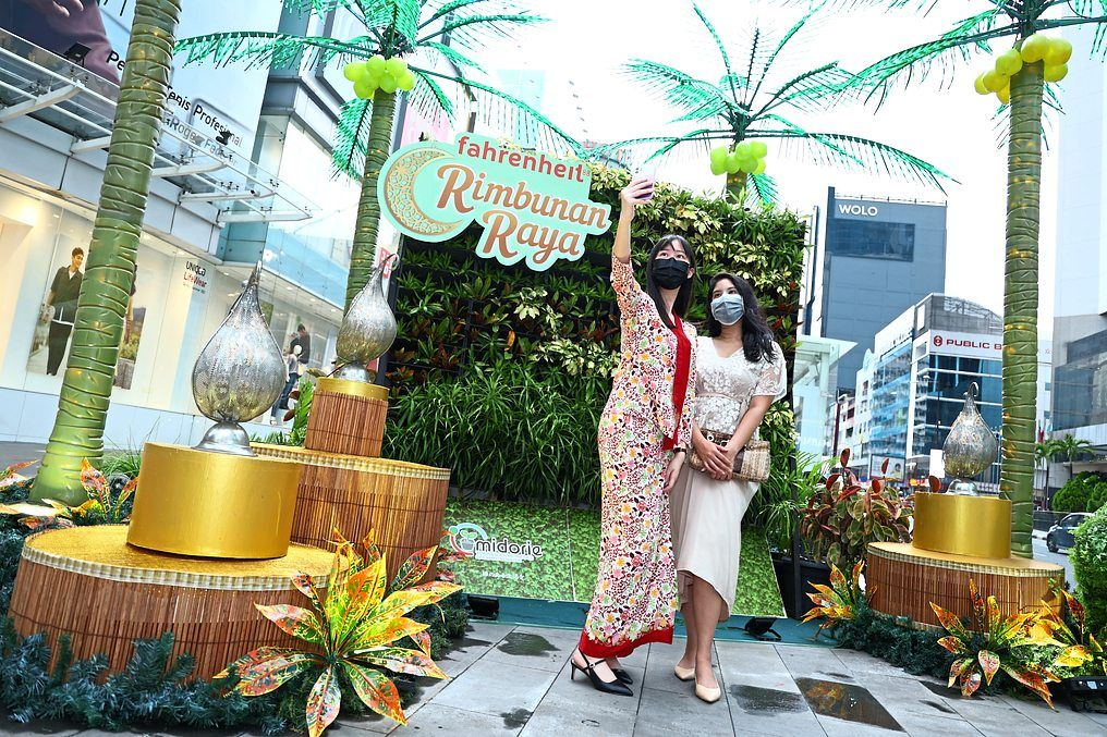 Fahrenheit88 presents Rimbunan Raya - a celebration under a canopy of lights and towering palm trees in the ground floor atrium.