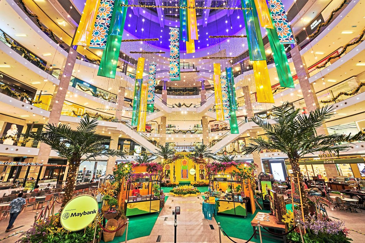 Pavilion Kuala Lumpur's decorations are inspired by the floral motifs of batik and the vibrant colours of mosaic design, with the centre court showcasing a vibrant festive garden with floral blossoms and traditional lamps.