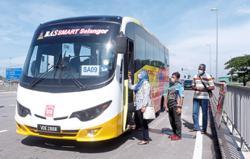 Smaller bus servicing Sg Kandis