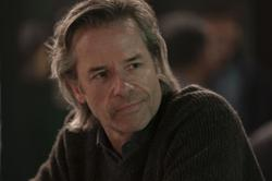 Actor Guy Pearce says he doesn't watch TV because it's 'too overwhelming'