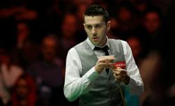 Snooker: Selby wins world title in front of capacity crowd