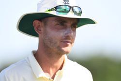 Cricket-New Zealand batsman Taylor suffers calf strain