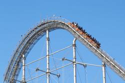 Roller coaster stops mid-ride, forces passengers to walk down
